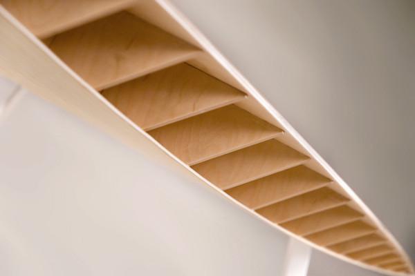 Découvrez la finesse des lattes de bambou formant les alvéoles de notre banc